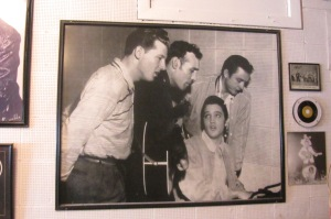 The Million-Dollar Quartet - Jerry Lee Lewis (still unknown), Carl Perkins, Elvis at the piano and Johnny Cash.