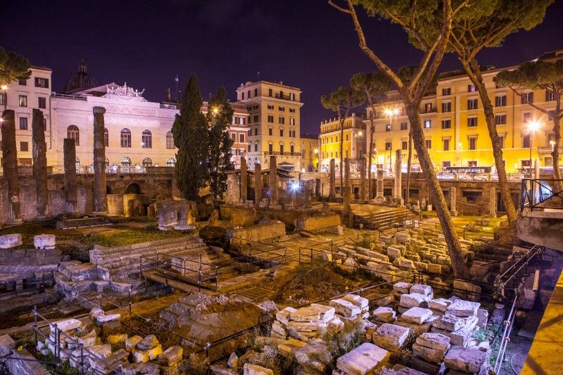 Fact: ancient Roman ruins look way cooler at night.
